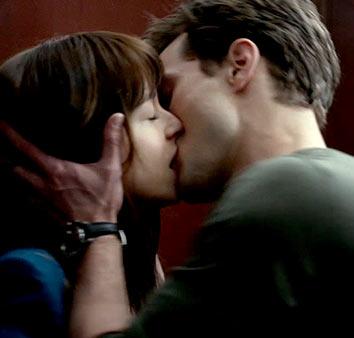 50 оттенков серого поцелуй